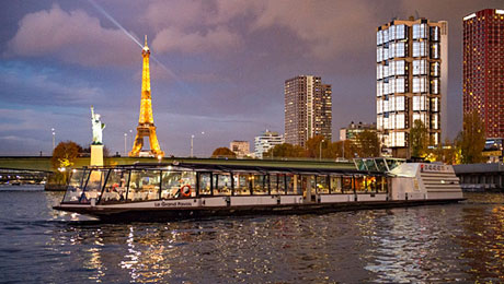 Valentine's day, dinner cruise on the Seine River with France Tourisme