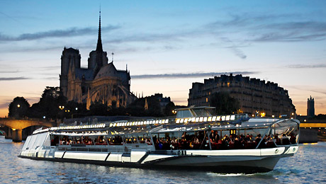 Dinner cruise on the Seine River with Bateaux Mouches