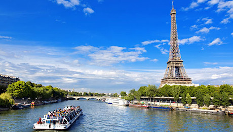 Classic boat trip on the Seine River with France Tourisme.